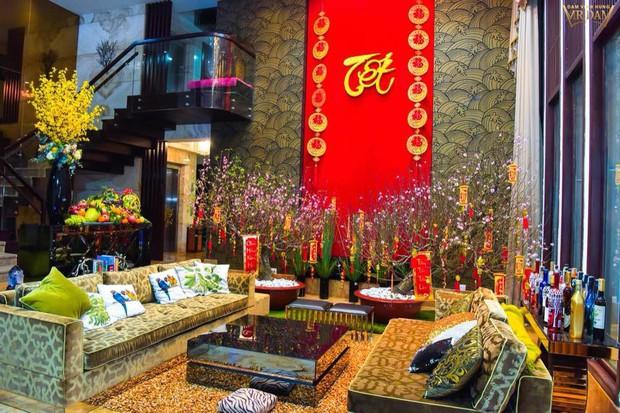 Đàm Vĩnh Hưng khoe căn biệt thự được trang trí hoành tráng, ngập sắc màu chuẩn bị đón Tết Nguyên Đán - Ảnh 1.