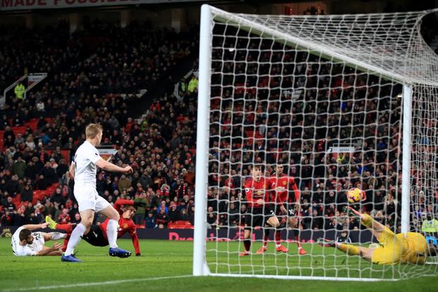 MU ghi 2 bàn trong 5 phút cuối trận, giật lại 1 điểm kịch tính từ tay Burnley - Ảnh 9.