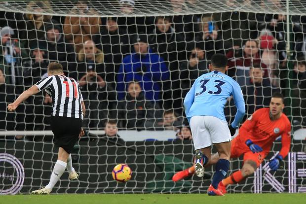 Đương kim vô địch Ngoại hạng Anh thua sốc đối thủ nhóm cuối bảng, công sức bám đuổi đội dẫn đầu dần biến thành công cốc - Ảnh 6.