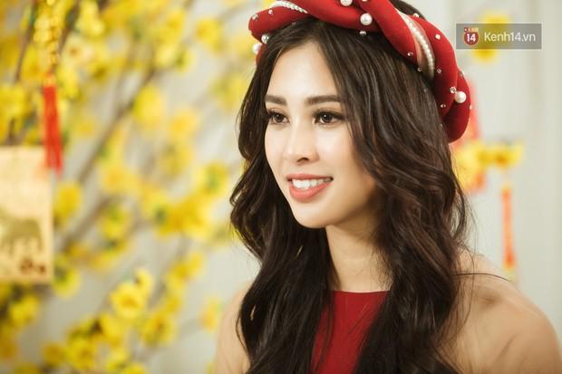 Tất tần tật về cái Tết đầu tiên là một Hoa hậu của cô nữ sinh vừa bước sang tuổi 19 Trần Tiểu Vy - Ảnh 5.