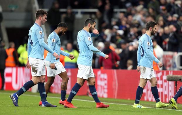 Đương kim vô địch Ngoại hạng Anh thua sốc đối thủ nhóm cuối bảng, công sức bám đuổi đội dẫn đầu dần biến thành công cốc - Ảnh 2.