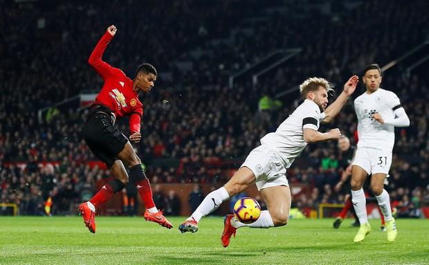 MU ghi 2 bàn trong 5 phút cuối trận, giật lại 1 điểm kịch tính từ tay Burnley - Ảnh 3.