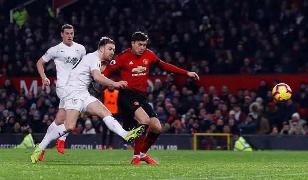 MU ghi 2 bàn trong 5 phút cuối trận, giật lại 1 điểm kịch tính từ tay Burnley - Ảnh 6.