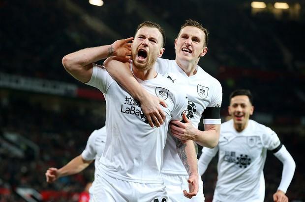 MU ghi 2 bàn trong 5 phút cuối trận, giật lại 1 điểm kịch tính từ tay Burnley - Ảnh 7.