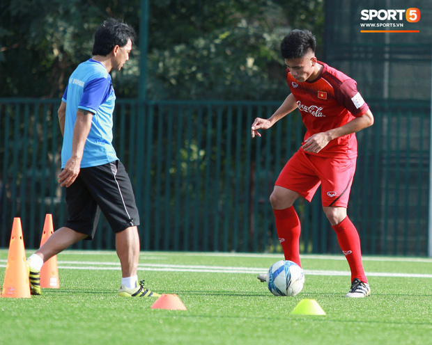Đội tuyển U22 Việt Nam thích thú với cuộc thi tâng bóng của ban huấn luyện - Ảnh 8.