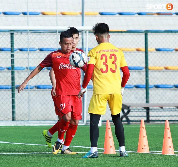Đội tuyển U22 Việt Nam thích thú với cuộc thi tâng bóng của ban huấn luyện - Ảnh 3.