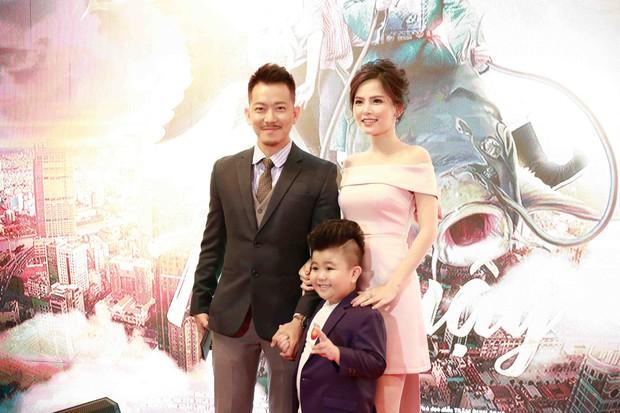 Lâm Vỹ Dạ và các con đến ủng hộ ông xã Hứa Minh Đạt trong buổi ra mắt phim Táo Quậy - Ảnh 4.