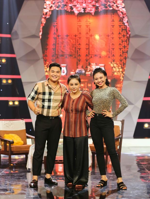Lê Giang rơi nước mắt trên sân khấu Tết cùng 2 con - Ảnh 4.