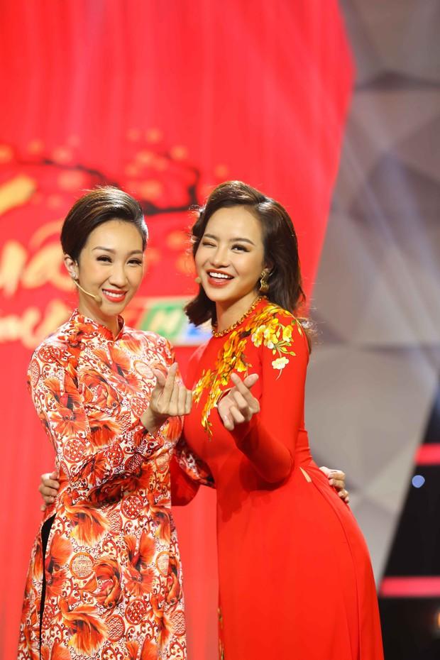 Lê Giang rơi nước mắt trên sân khấu Tết cùng 2 con - Ảnh 10.
