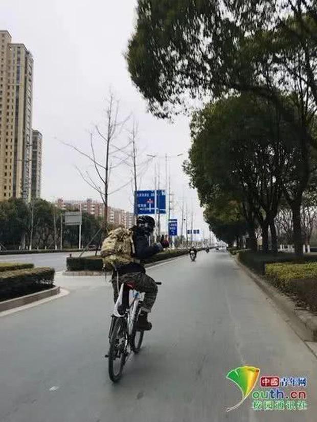 Sợ cảnh chen chúc tàu xe, nam sinh đạp xe 500km, đi hết 7 ngày để về nhà ăn Tết - Ảnh 2.