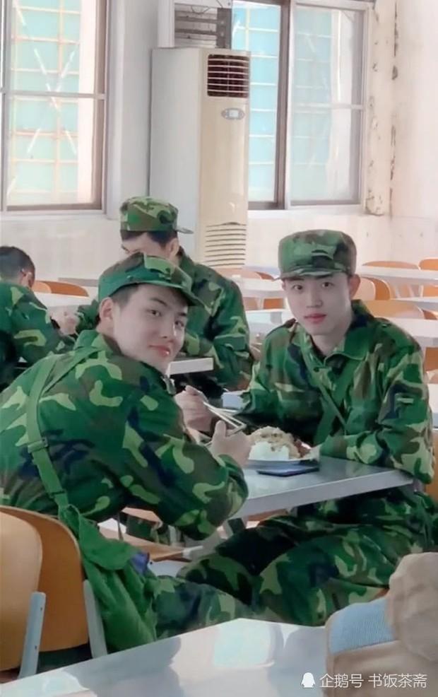 Video quay lén nam sinh đẹp trai trong canteen gây sốt trên mạng vì điều bất ngờ nhất nằm ở cuối video - Ảnh 5.