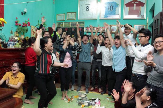 Tiền đạo từng được Duy Mạnh xin đổi áo sau trận Man City thắng Việt Nam 8-1 nhận thẻ đỏ trực tiếp vì nhổ nước miếng vào mặt trọng tài - Ảnh 2.
