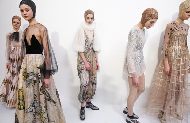 Quá chán ngán với những câu hỏi kém duyên ngày Tết? Hãy để tuyệt tác Haute Couture lên tiếng thay bạn - Ảnh 11.
