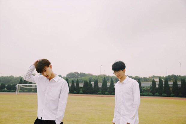 Hai hot boy Trung Quốc khoe bộ ảnh đậm mùi chemistry làm dân tình thi nhau đẩy thuyền - Ảnh 1.