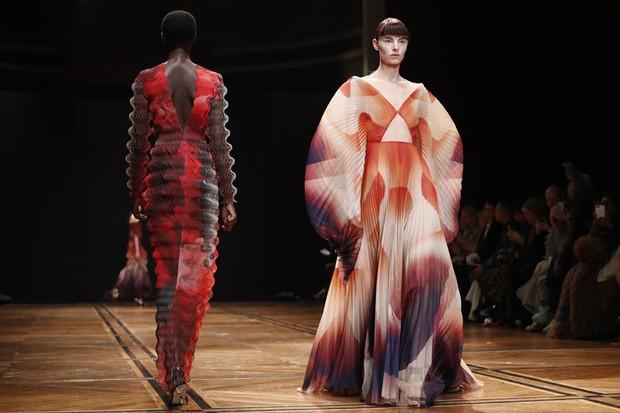 Quá chán ngán với những câu hỏi kém duyên ngày Tết? Hãy để tuyệt tác Haute Couture lên tiếng thay bạn - Ảnh 5.