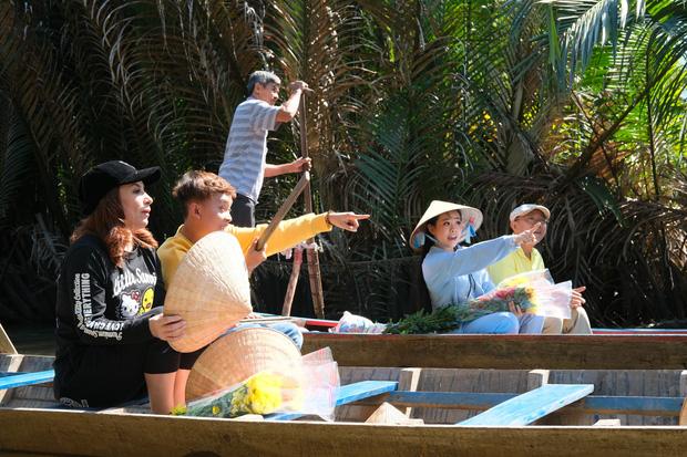 Phi Nhung cùng con nuôi Hồ Văn Cường hào hứng chơi lô tô ngày Tết - Ảnh 4.