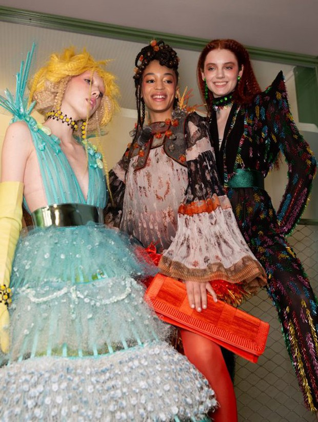Quá chán ngán với những câu hỏi kém duyên ngày Tết? Hãy để tuyệt tác Haute Couture lên tiếng thay bạn - Ảnh 7.