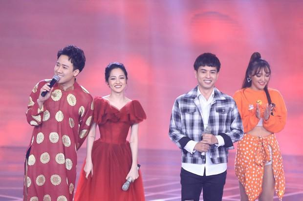 Bảo Anh kết hợp cùng tình cũ Hồ Quang Hiếu, Chi Pu xuất hiện gợi cảm trong chương trình đêm giao thừa - Ảnh 4.