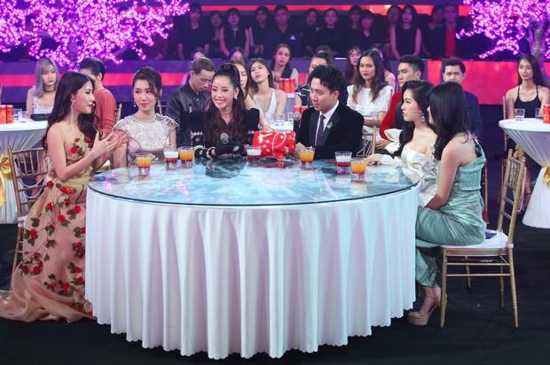 Bảo Anh kết hợp cùng tình cũ Hồ Quang Hiếu, Chi Pu xuất hiện gợi cảm trong chương trình đêm giao thừa - Ảnh 1.