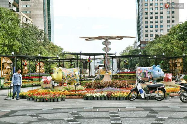 Cận cảnh đường hoa Nguyễn Huệ ở Sài Gòn trước giờ khai mạc đón Tết Kỷ Hợi 2019 - Ảnh 16.