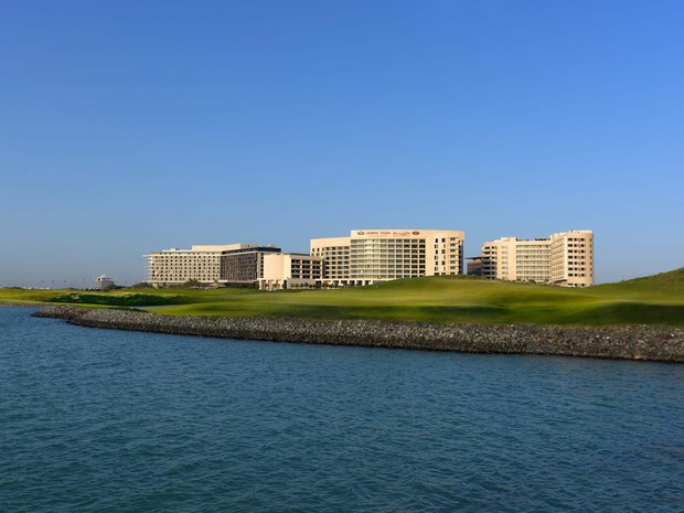 Choáng ngợp trước khách sạn tuyển Việt Nam ở tại Asian Cup 2019: Có cả sân golf sang chảnh và bãi biển để sống ảo - Ảnh 11.