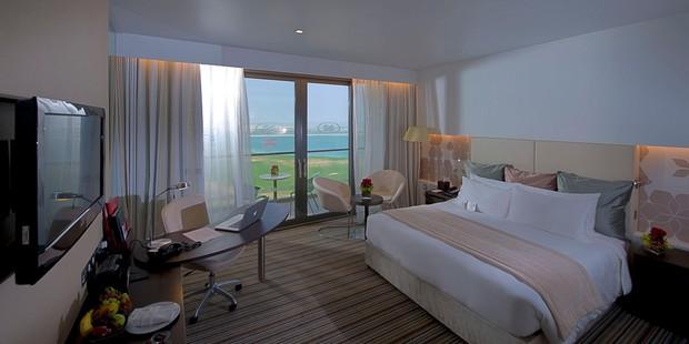 Choáng ngợp trước khách sạn tuyển Việt Nam ở tại Asian Cup 2019: Có cả sân golf sang chảnh và bãi biển để sống ảo - Ảnh 6.