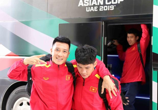 Tuyển Việt Nam được đón như khách VIP khi tới UAE - Ảnh 2.