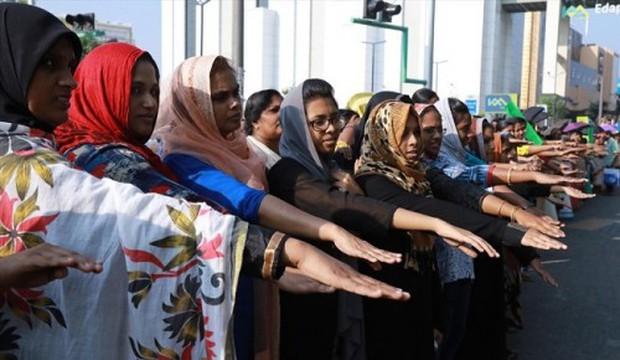 Hai phụ nữ đầu tiên vào đền thiêng Ấn Độ phải ẩn náu vì làn sóng biểu tình bạo lực - Ảnh 2.