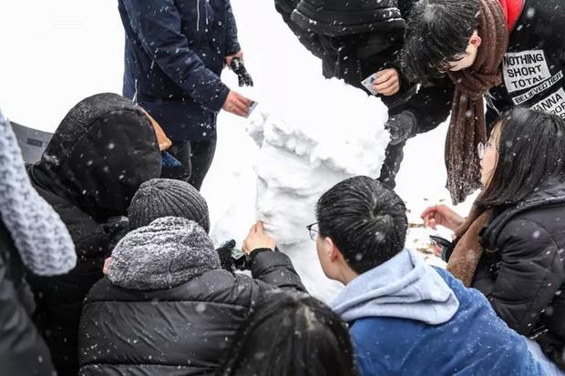 Tuyết rơi trắng trời tạo nên khung cảnh đẹp nao lòng tại các trường đại học - Ảnh 11.