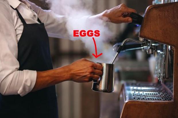 Bó tay với các thánh lười ở Mỹ: làm trứng bác bằng máy pha cà phê để đỡ mất công - Ảnh 2.