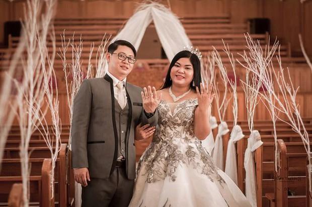 Bỏ 62 triệu tổ chức đám cưới, cô dâu khóc tức tưởi vì nhận về chiếc bánh kem giả - Ảnh 1.