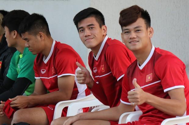 Văn Toàn, Duy Mạnh cười đùa rạng rỡ trước ngày khai mạc Asian Cup 2019 - Ảnh 12.