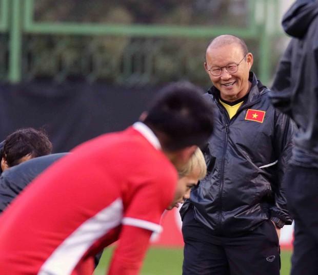 Văn Toàn, Duy Mạnh cười đùa rạng rỡ trước ngày khai mạc Asian Cup 2019 - Ảnh 7.