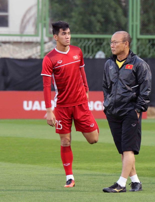 Văn Toàn, Duy Mạnh cười đùa rạng rỡ trước ngày khai mạc Asian Cup 2019 - Ảnh 5.