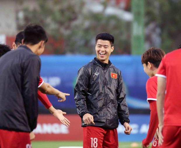 Văn Toàn, Duy Mạnh cười đùa rạng rỡ trước ngày khai mạc Asian Cup 2019 - Ảnh 4.