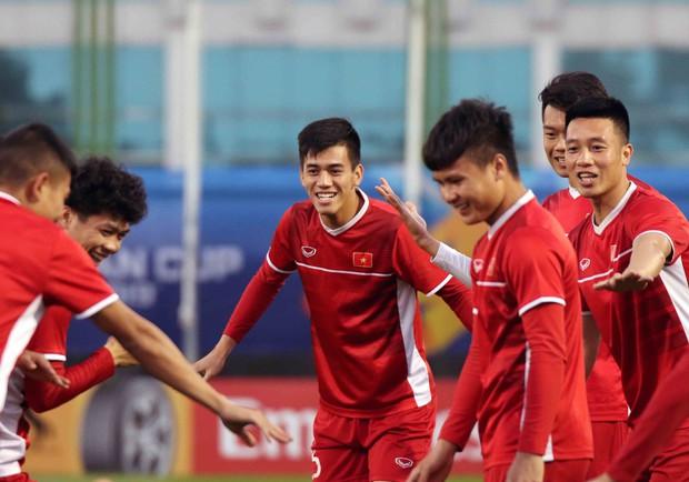 Văn Toàn, Duy Mạnh cười đùa rạng rỡ trước ngày khai mạc Asian Cup 2019 - Ảnh 3.