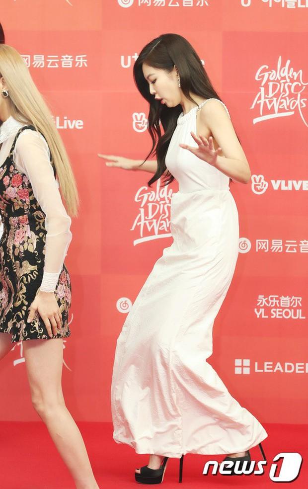 Thảm đỏ Grammy Hàn Quốc: Jennie lột xác nhưng suýt vồ ếch, mỹ nhân Black Pink lấn át cả Park Min Young và dàn idol - Ảnh 2.