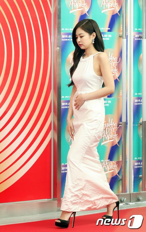 Thảm đỏ Grammy Hàn Quốc: Jennie lột xác nhưng suýt vồ ếch, mỹ nhân Black Pink lấn át cả Park Min Young và dàn idol - Ảnh 1.