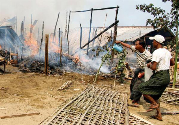 Hỏa hoạn thiêu trụi hơn 160 ngôi nhà ở Myanmar  - Ảnh 1.