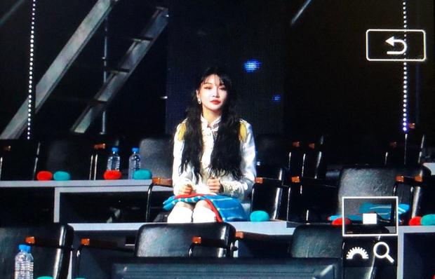 Golden Disc Awards 2019: Chungha ngồi một mình giữa nhiều thể loại ghế - Ảnh 1.