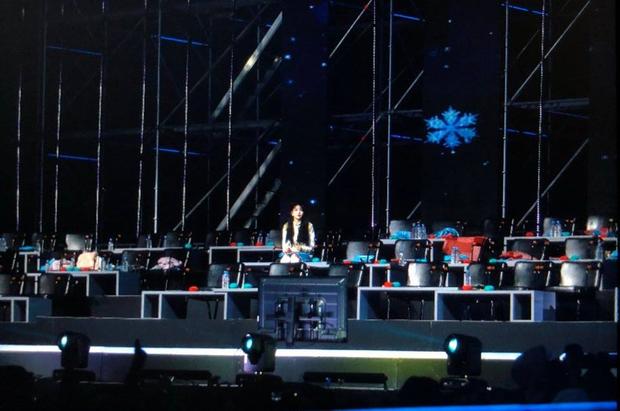 Golden Disc Awards 2019: Chungha ngồi một mình giữa nhiều thể loại ghế - Ảnh 2.