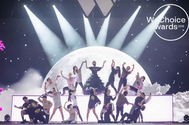 Nhìn lại những điểm độc đáo của sân khấu Gala WeChoice 2018 mà bạn không thể bỏ qua vào tối nay! - Ảnh 3.