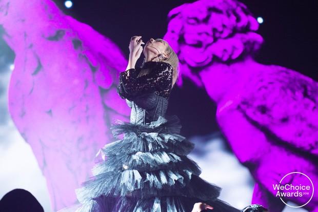 Gala WeChoice 2018: Khó rời mắt khỏi tiết mục mash-up của Min với hiệu ứng sân khấu cực đỉnh - Ảnh 5.