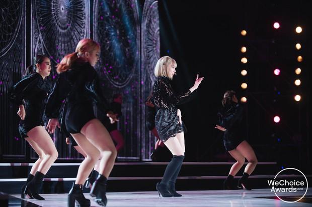 Gala WeChoice 2018: Khó rời mắt khỏi tiết mục mash-up của Min với hiệu ứng sân khấu cực đỉnh - Ảnh 1.