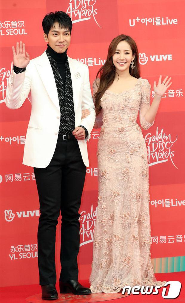Thảm đỏ Grammy Hàn Quốc: Jennie lột xác nhưng suýt vồ ếch, mỹ nhân Black Pink lấn át cả Park Min Young và dàn idol - Ảnh 13.