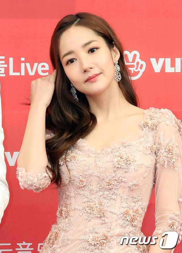 Thảm đỏ Grammy Hàn Quốc: Jennie lột xác nhưng suýt vồ ếch, mỹ nhân Black Pink lấn át cả Park Min Young và dàn idol - Ảnh 16.