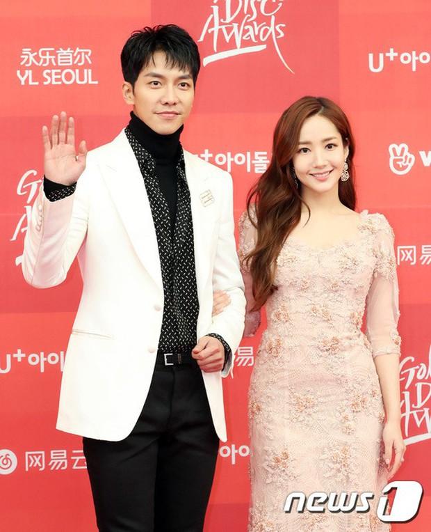 Thảm đỏ Grammy Hàn Quốc: Jennie lột xác nhưng suýt vồ ếch, mỹ nhân Black Pink lấn át cả Park Min Young và dàn idol - Ảnh 14.