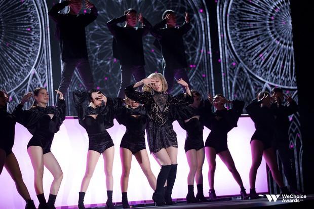 Gala WeChoice 2018: Khó rời mắt khỏi tiết mục mash-up của Min với hiệu ứng sân khấu cực đỉnh - Ảnh 3.