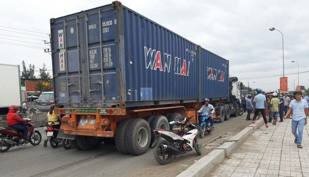 Xe container gây TNGT ở Long An có chở hàng quá tải trọng? - Ảnh 2.