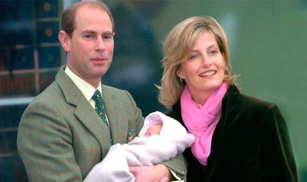 Rò rỉ thông tin về bệnh viện Meghan sẽ hạ sinh con đầu lòng, nơi từng cứu sống một em bé hoàng gia  - Ảnh 1.